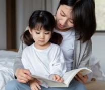 Bilingual Story & Activity in Chinese and English image